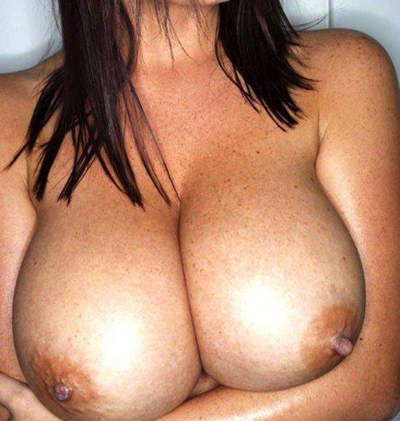 Jolie ronde nue