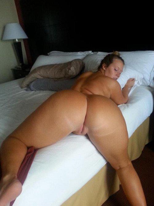 jolie femme ronde nue