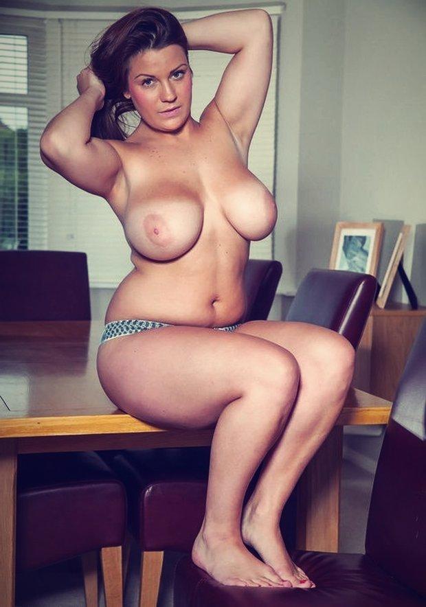 gros-seins-jolie-ronde